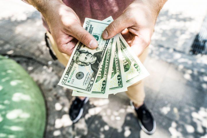 Mundo leefde tien maanden zonder geld