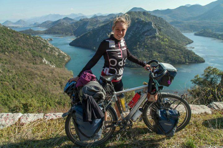Hera fietst in haar eentje de wereld over